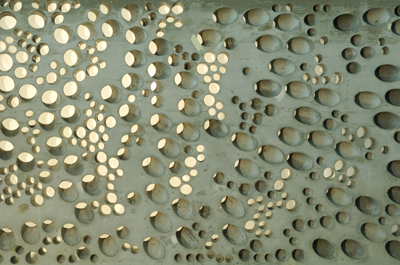 Close up of a concrete wall fabricated on a digitally controlled robot.