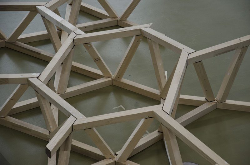 Raumfachwerk mit aufgelösten Knoten