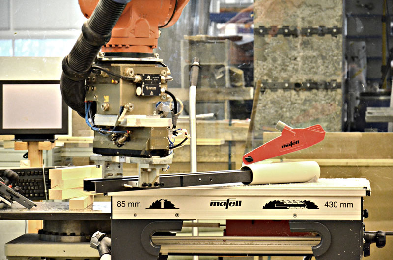 Robotic cutting of the pipes on the circular saw
